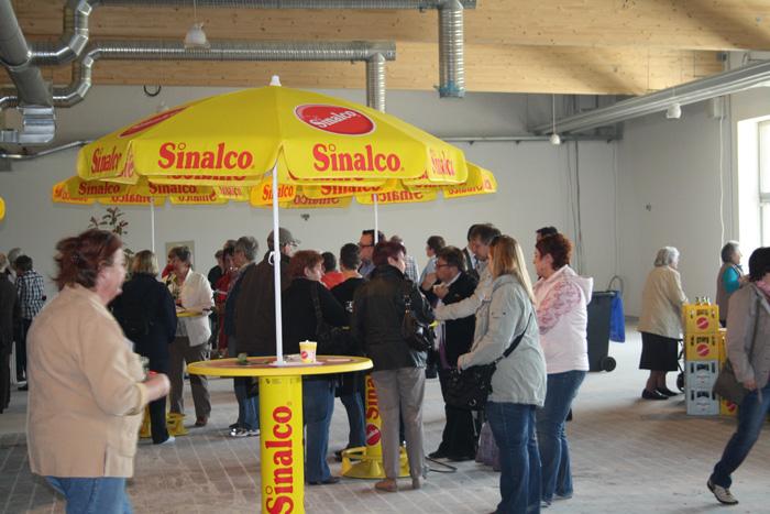 Die Baustellenparty war über den ganzen Tag hinweg gut besucht. (Foto: © EDEKA Kempken)