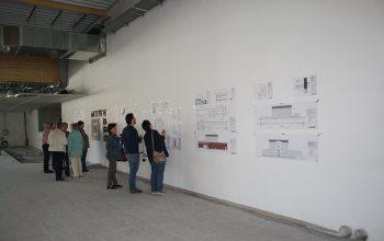 08 Die Besucher konnten sich die genauen Pläne an den Wänden anschauen (Foto: © EDEKA Kempken)