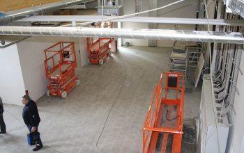 11 Die Hebebühnen wurden für die Baustelle in einen Nebenraum gestellt (Foto: © EDEKA Kempken)