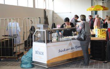 14 Die Bäckerei Büsch sorgte neben Rasting für einen gut gefüllten Magen (Foto: © EDEKA Kempken)