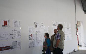 15 Die Pläne an den Wänden sorgten für reichlich Gesprächsstoff (Foto: © EDEKA Kempken)
