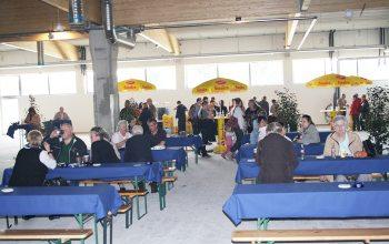 15 Sitzbänke im Inneren sorgten für eine gemütliche Atmosphere trotz der großen Baustelle (Foto: © EDEKA Kempken)