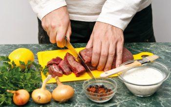 Wichtig für den richtigen Genuss des Fleisches ist die Zubereitung. (Foto: ©Natalia Lisovskaya/Fotolia)