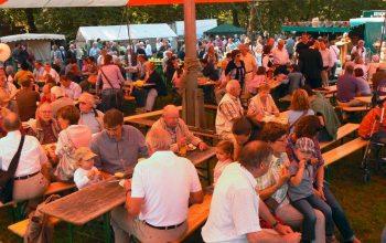 Zahlreiche Besucher aus Nah und Fern zieht der alle drei Jahre stattfindende Bauernmarkt an (Foto: © j.schmitz)