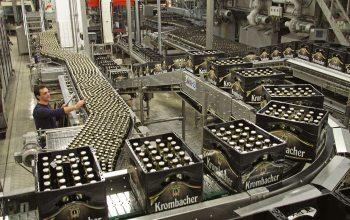 In den Krombacher-Produktionsstätten werden bis zu 5,5 Mio. Flaschen pro Tag abgefüllt. (Foto: © Krombacher Brauerei)