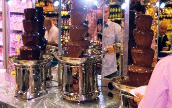 Die Schokobrunnen beim Schlemmerabend im Hülser Markt sorgte für viel Begeisterung. (Foto: © EDEKA Kempken)