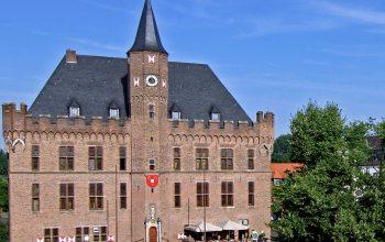 Eines der vielen Baudenkmäler in Kalker - Das Rathaus am Marktplatz (Foto: © Stadt Kalkar)