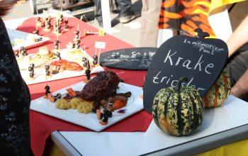 Die Grillteams - Essen anrichten (Foto: © EDEKA Kempken)