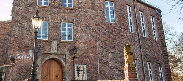 Im Moerser Schloss ist das Grafschafter Museum beheimatet, das über die Geschichte des Schlosses informiert (Foto: ©pixs:sell/Fotolia)