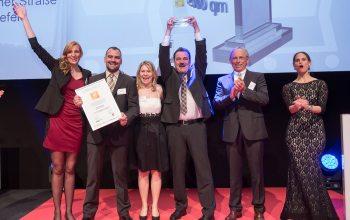 Großer Jubel bei der Gewinnübergabe in Bonn (Foto: ©Nass)