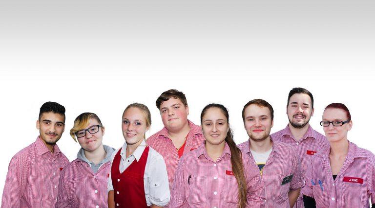 (v.l.) Ersin Znegin, Angelique Jobst, Sabine König, Manuel Walt, Adrijane Sejdiu, Andre Miterski, Christian Junk, Jennifer Kunz. (Foto: © EDEKA Kempken)