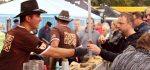 Die Appetit-Häppchen der Gewinner WILD HOGS fanden zahlreiche begeisterte Abnehmer. (Foto: © EDEKA Kempken)
