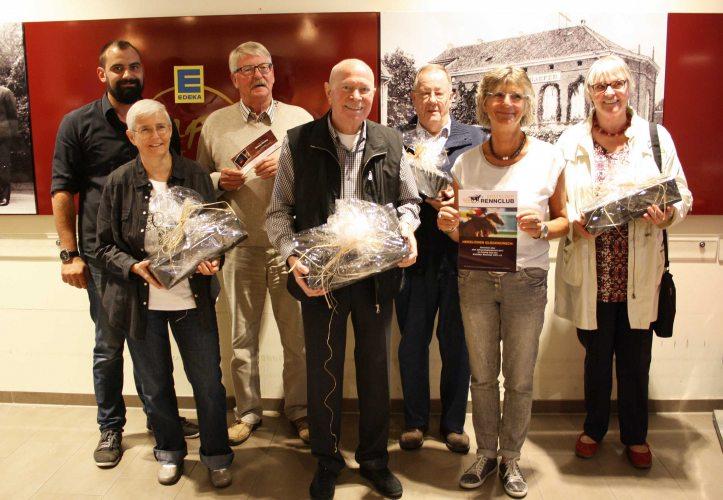 Stefan Kempken (1. v.l.) mit den Gewinnern. (Foto: © EDEKA Kempken)