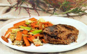 Steak Asiatisch mit Gemüse (© EDEKA)