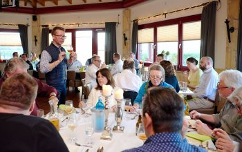 Etwa 30 Besucher folgten der Einladung von Biersommelier Matthias Kliemt und ließen sich in die Welt des Bieres einführen. (Foto: Christian Schmid)