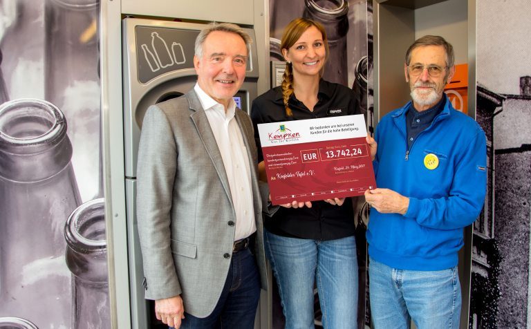 (v.l.) Hans-Georg Rehbein, Sabine Kempken und Rolf Plümer (Foto: EDEKA Kempken)