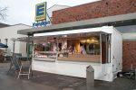 Der neue Fischwagen steht vor dem Markt in Hüls. (Foto: © EDEKA Kempken)