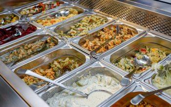 Salatbar zum selber Portionieren